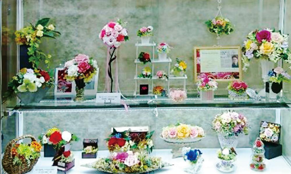 皆賀公民館 ずっと美しい魔法のお花 『プリザープドフラワー展』30点